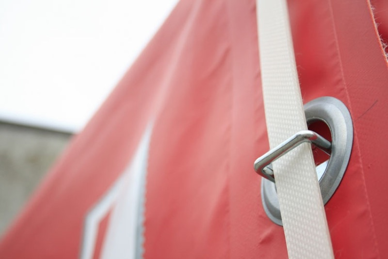 Fitted trailer cover detail